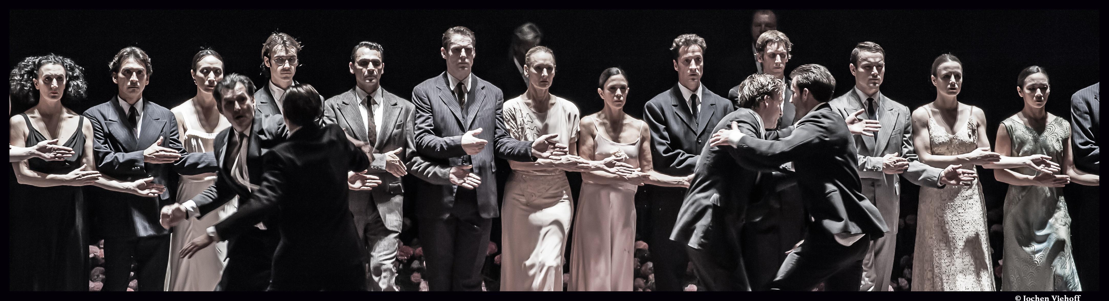 Couv_nelken_Pina_Bausch_Theatre_Ville_©Jochen_Viehoff_@loeildoliv