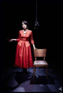 elegante, Dorothy Parker aime provoquer. C'est en robe rouge Dior qu'elle ira se défendre face à la commission anti communiste.
