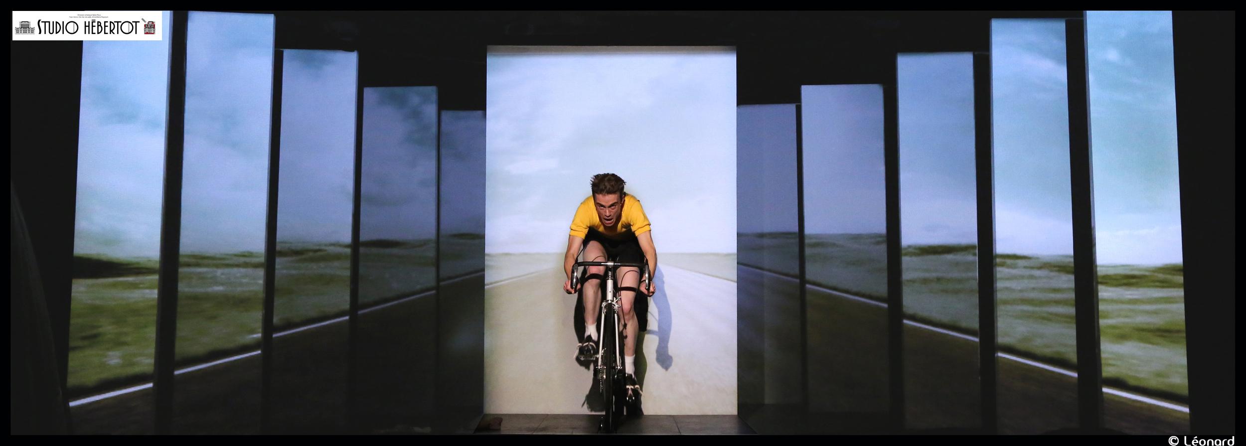 Anquetil tout seul mise en sc ne de roland guenoun un for Miroir qui tombe tout seul