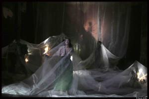 La_traviata_Benjamin_Lazar_Judith_chemla_Bouffes_Nord©PascalVictor_2_@loeildoliv