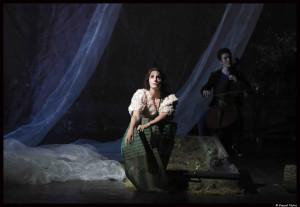 La_traviata_Benjamin_Lazar_Judith_chemla_Bouffes_Nord©PascalVictor_3_@loeildoliv