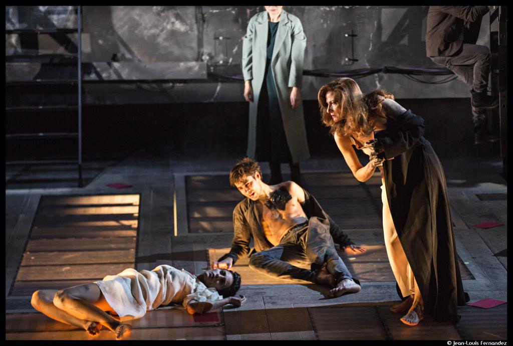 LEtatDeSiege_theatre_ville_demarcy-Mota-©JeanLouisFernandez125_@loeildoliv