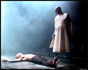 uit et le couteau_Louis Arene-Munstrum theatre_3_©Bekir aysa