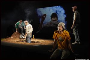Fussilade_plage_allemagne_theatre-ouvert_simon-diard_marc-laine_©Christophe-raynaud-de-lage_0304_@loeildoliv