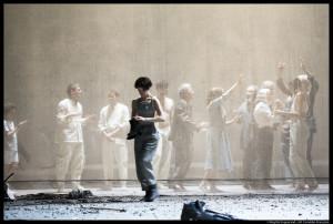 poussiere_085_Lars-Noren_-©Brigitte-Enguérand-coll-Comédie-Française_@loeildoliv