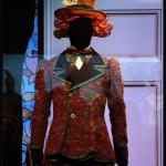 Le chapelier dans Alice au pays des merveilles, ballet de Michel Rahn d'après Lewis Caroll, Costumes de Charles Cusio-Smith et Phil R. Daniels © OFGDA