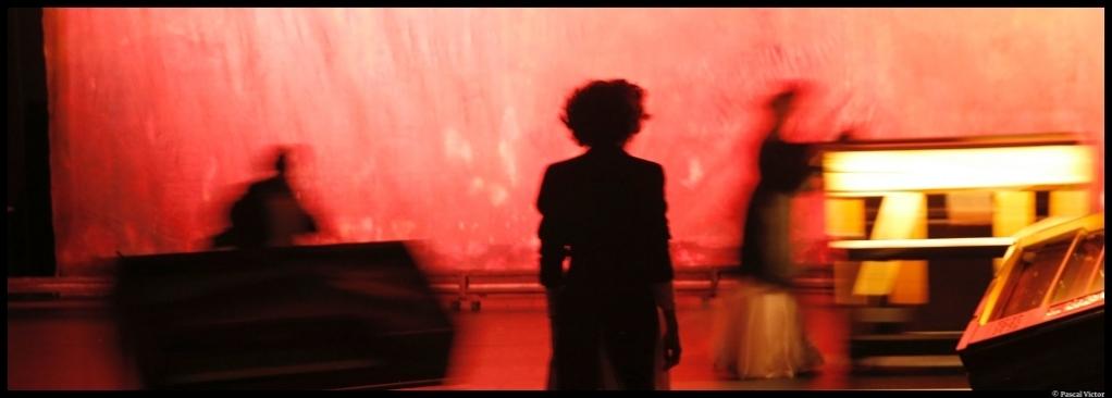 Le jeu des Ombres de Valère Novarina. Mise en scène de Jean Bellorini. TNP. festival d'Avignon. France 5 © Pascal Victor