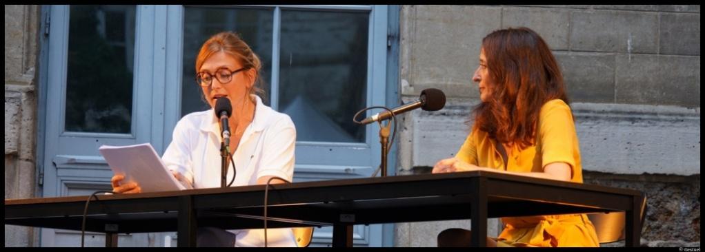 Paris l'été. Judith Henry - Julie Gayet. Annick Cojean. Féminisme © Gestuel.