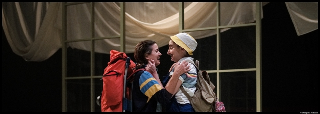 À l'abordage d'Emmanuelle Bayamack-Tam. Mise en scène Clément Poiré. Louise Grimberg, Elsa Guedj. La tempête. © Morgane Delfosse