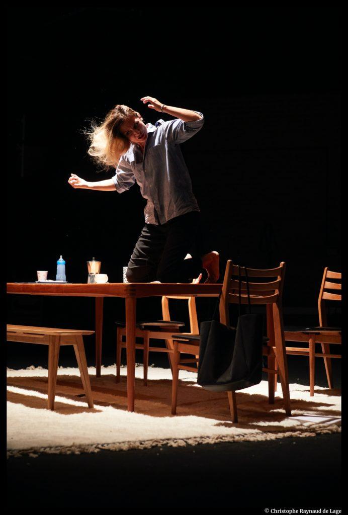 Le temps de Vivre de et avec Camille Chamoux. Mise en scène de Vincent Dedienne. Petit-Saint-Martin. © Christophe Raynaud de Lage