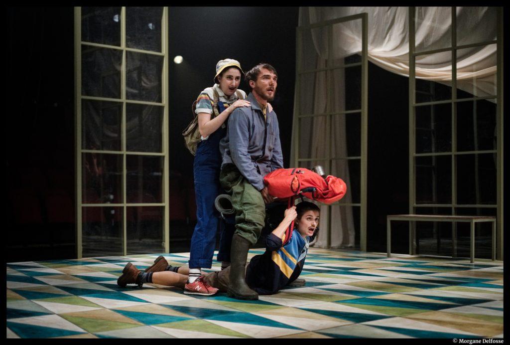 À l'abordage d'Emmanuelle Bayamack-Tam. Mise en scène Clément Poiré. Louise Grimberg, Elsa Guedj et Joseph Fourez. La tempête. © Morgane Delfosse