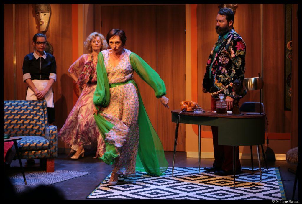 Aux 2 Colombes de Sacha Guitry. Mise en scène de Thomas Le Douarec. Marie-Hélène Lantini. Ranelagh. © Philippe Halula