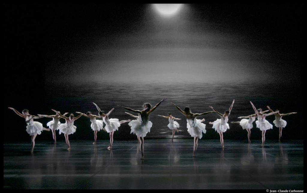 Le Lac des Cygnes. Tchaïkovski. Angelin Preljocaj. Pavillon Noir. Grand théâtre de provence. Ballet Preljocaj.  © Jean-Claude Carbonne