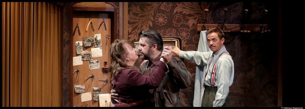 Le petit coiffeur de Jean-Philippe Daguerre. théâtre Rive-Gauche. Charlotte Mazneff, Arnaud Dupond. © Fabienne Rappeneau