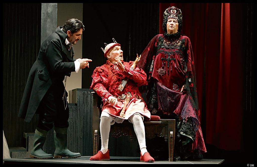 Le roi se meurt avec Michel Bouquet. costumes de Pascale bordet © DR