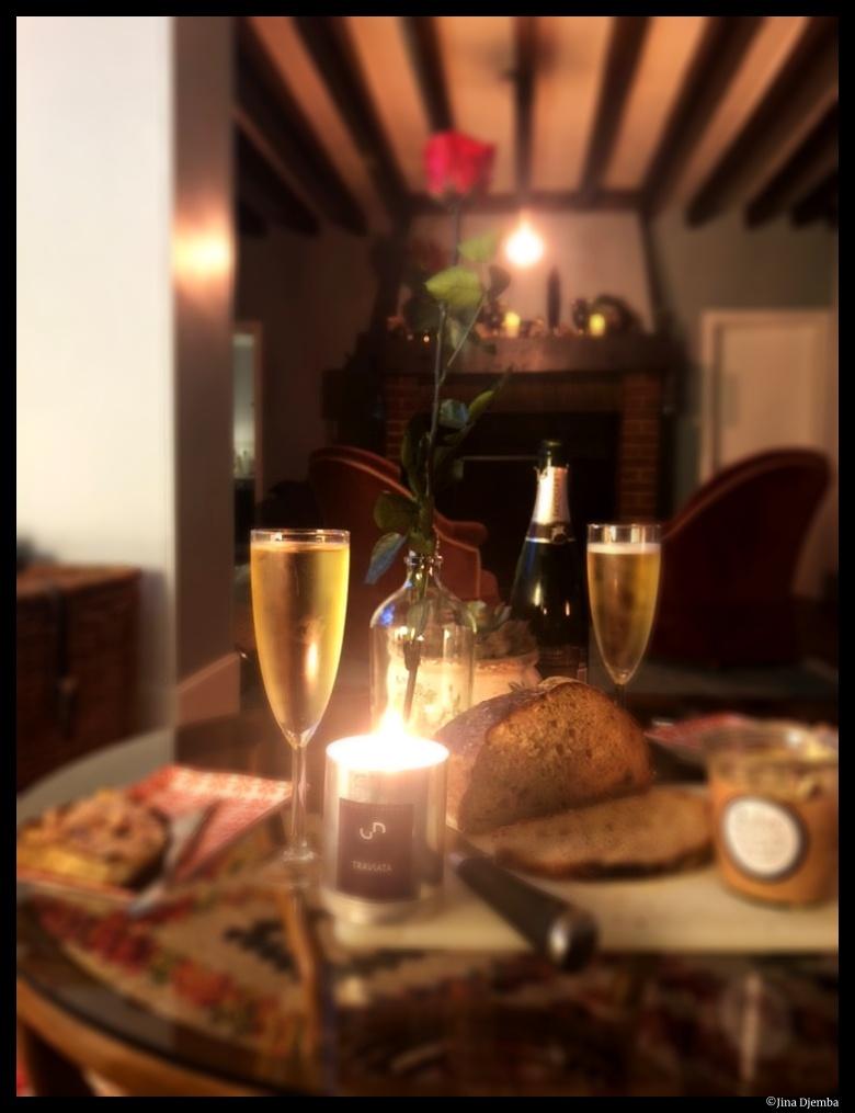 un dîner romantique © Jina Djemba