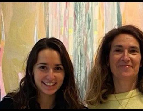 les curatrices Muriel Fagnoni et Julia Gai de Quand les fleurs nous sauvent à l'exposition Jeunes pousses © Virginie Duval