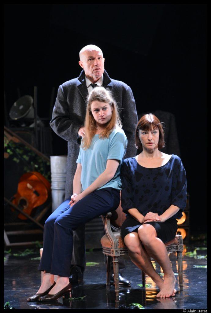 Mère Coupable de Beaumarchais, Mise en scène de Laurent Hatat. Anne Duverneuil, Emma Gustafsson et Pierre Martot. © Alain Hatat