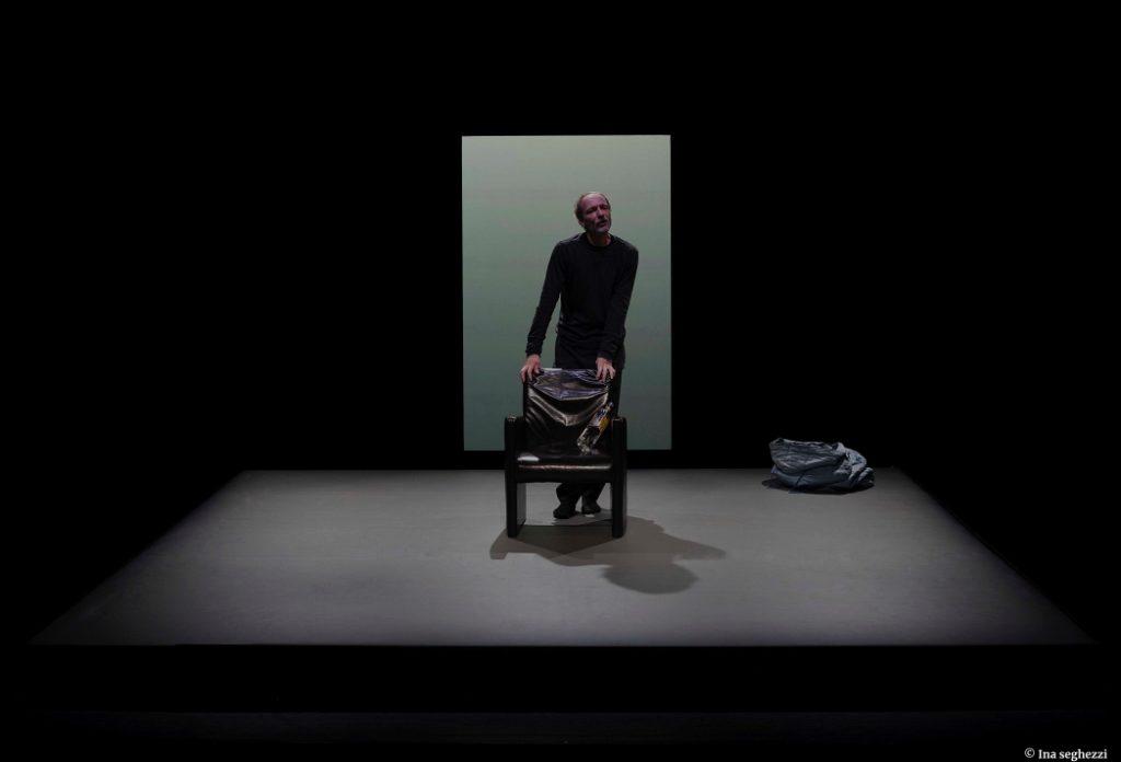Kolik de Rainald Goetz, mise en scène d'Alain Françon. Avec Antoine Mathieu. © Ina Seghezzi