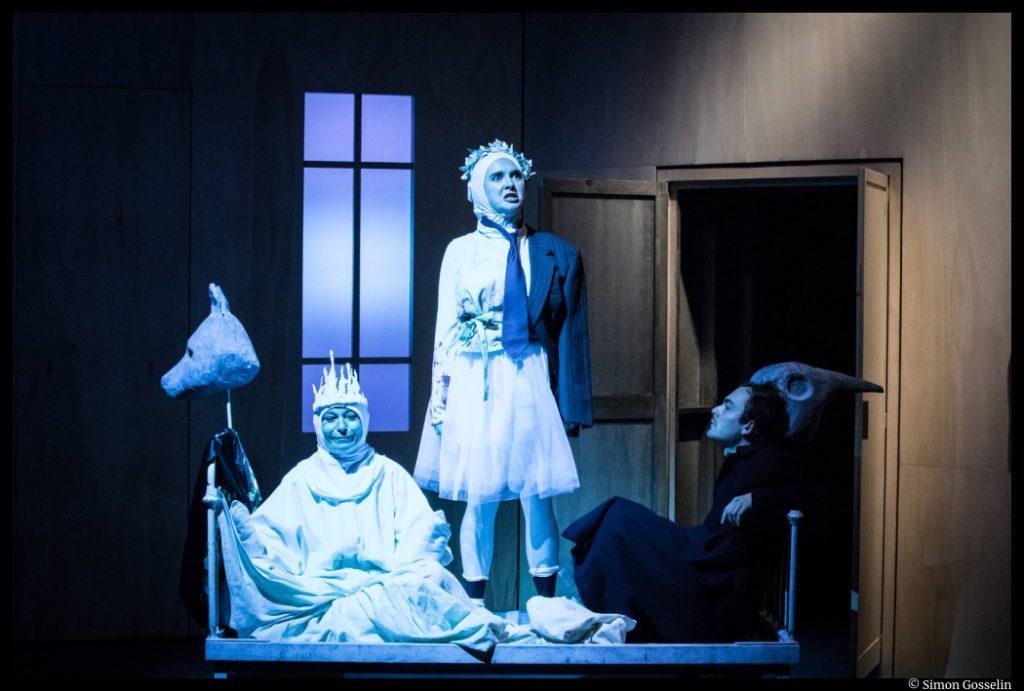 Les Etoiles de Simon Falguières. Agnès Sourdillon, Charlie Fabert, Mathilde Charbonneaux. Théâtre du Nord © Simon Gosselin