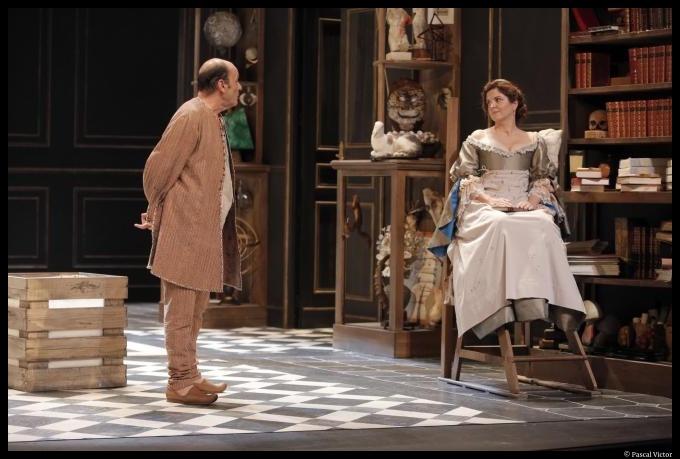 Agnès Jaoui et Jean-Pierre Bacri dans les Femmes Savantes de Molière, mise en scène de Catherine Hiegel. Théâtre de la Porte Saint Martin. ©Pascal Victor