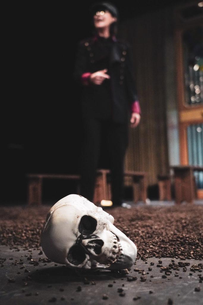 Hamlet de Shakespeare, mise en scène de Gérard Watkins. Avec Anne Alvaro. TnBA. © Pierre Planchenault