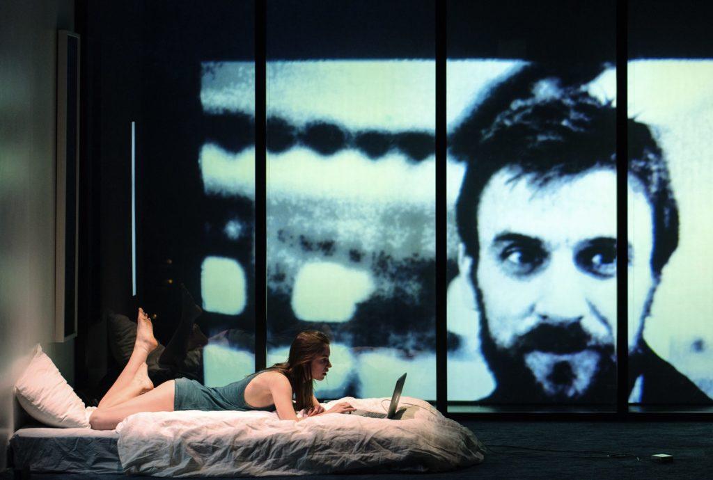 Ctrl-X de Pauline Peyrade, Mise en scène de Cyril Teste. Laureline Le Bris-Cep © Samuel Rubio