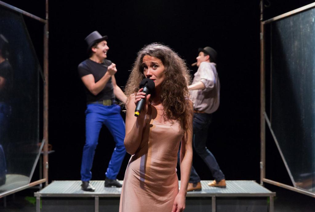 Pauline rabat entourée de ses deux acolytes Chocquart et Lionel Linselger, dans Depuis l'aube © Victor Tonneli