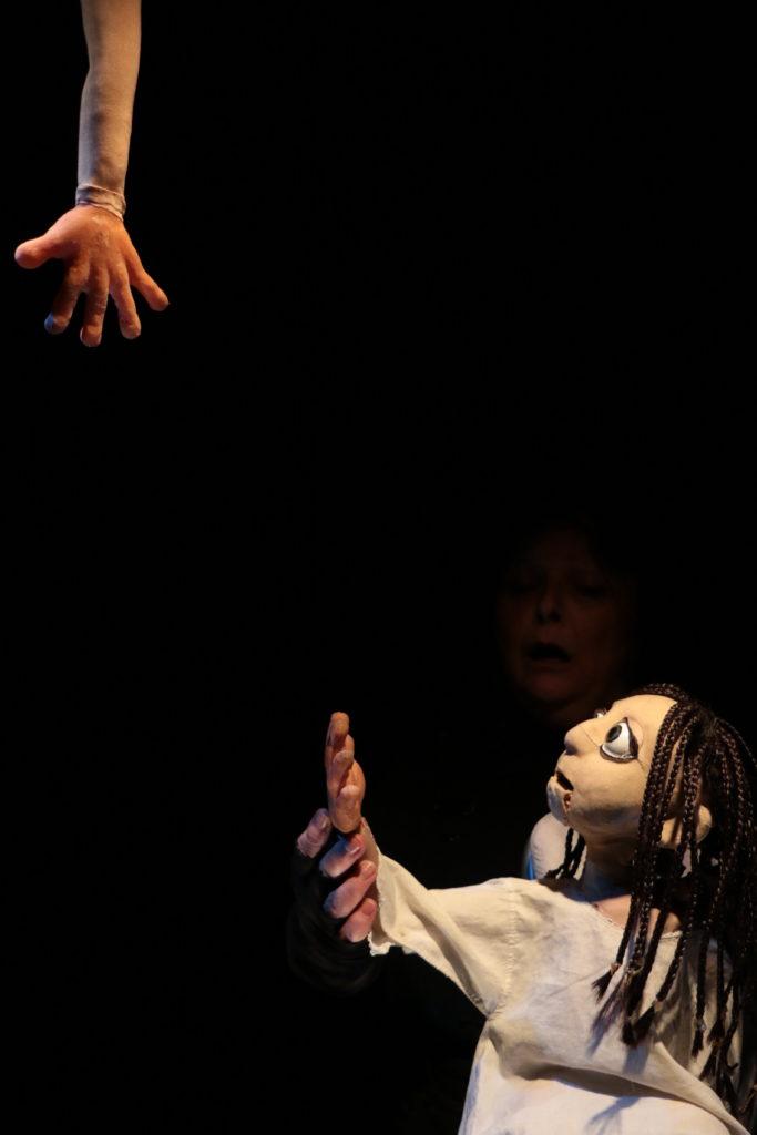 Scalpel d'Alexandra-Shiva Mélis. Cie Tro-Héol. Mise en scène de  Martial Anton et Daniel Calvo Funes. © Martial Anton