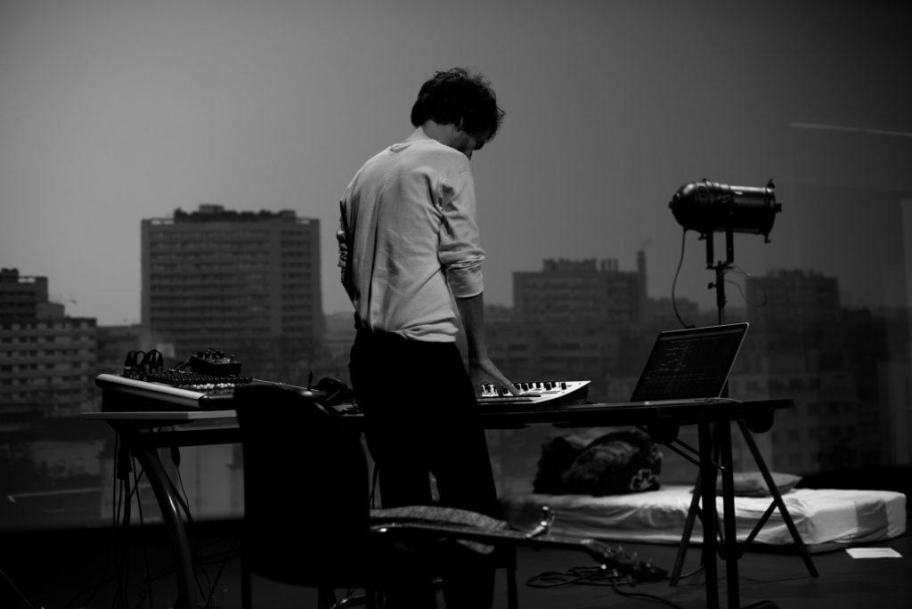 Guillaume Léglise à la console © Tiffany Duprés