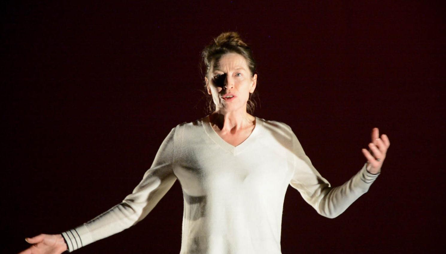 Anne Ses dans Pas pleurer de Lydie Salvayre, Mis en scène par Anne Monfort. oui festival ! © Rita Martinos