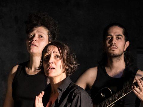 Cécile Garcia-Fogel, Mélodie Meni et Ivan Quintero, Trézène mélodies. Phèdre de Racine. Théâtre 14 © Simon Gosselin