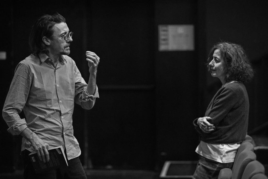 Stanislas Nordey en discussion avec Claudine Galéa. TNS © Jean Louis Fernandez
