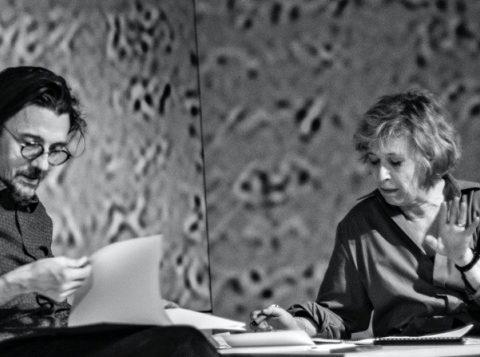 Stanislas Nordey en discussion avec Cécile Brune. au Bord de Claudine Galéa. © Jean Louis Fernandez