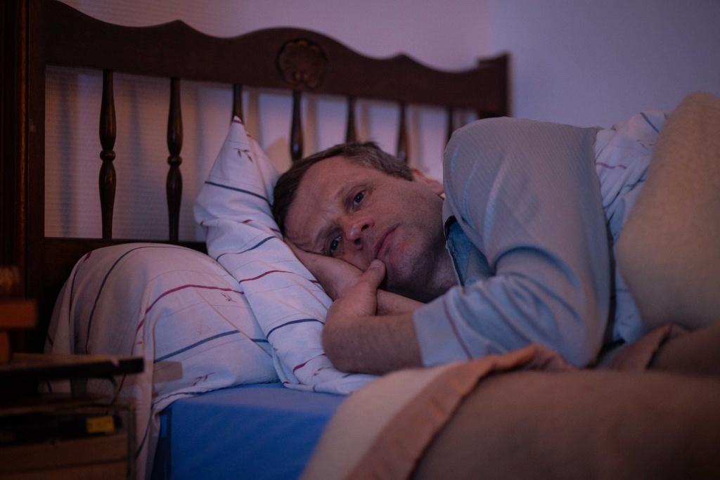 Robert Plagnol dans Une Jolie Robe d'Andrew Payne, Mise en scène de Patrice Kerbrat. © Dimitri Klosowski