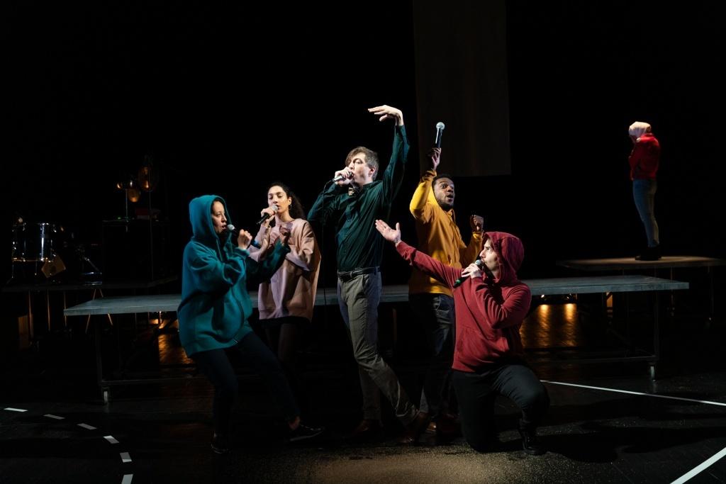 AKILA -  LE TISSU D'ANTIGONE. Texte et mise en scène Marine Bachelot Nguyen. Théâtre de la Paillette, Rennes, 7/11/20 ©C. Ablain