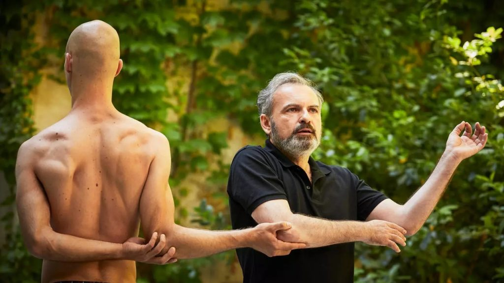 SUJET A VIF, LA ROSE EN CERAMIQUE. Conception et interpretation Scali Delpeyrat et Alexander Vantournhout. © Christophe Raynaud de Lage