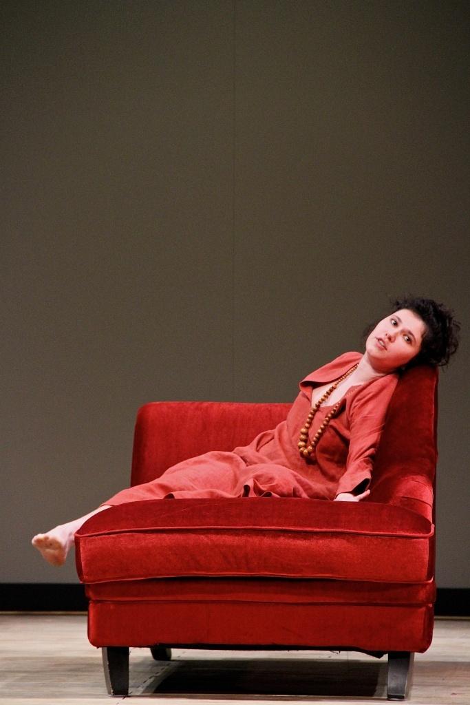 Feuilleton Goldoni. Mise en scène de Muriel Mayette-Holtz. Éve Perreur. ©Virginie Lançon
