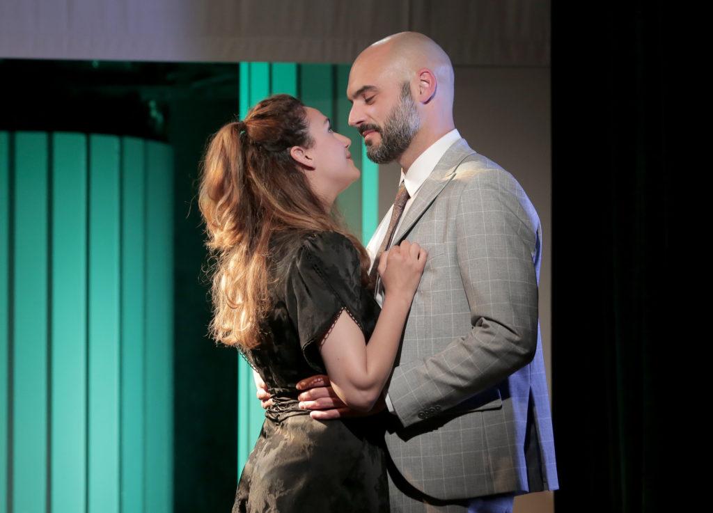 Marina Pangos et Harold Savary dans Exit de Stéphane Laporte et Gaétan Borg, Théâtre de la Huchette @Fabienne Rappeneau