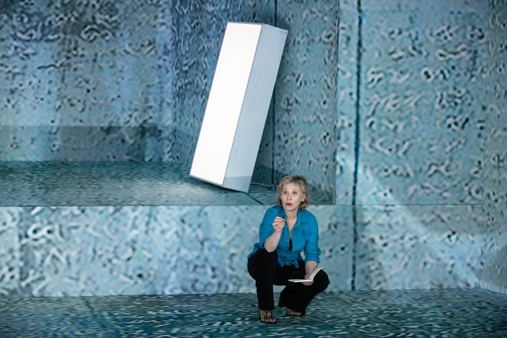 Au Bord de Claudine Galea/ Mise en scène de Stanislas Nordey. Cécile Brune. ©Jean-Louis Fernandez