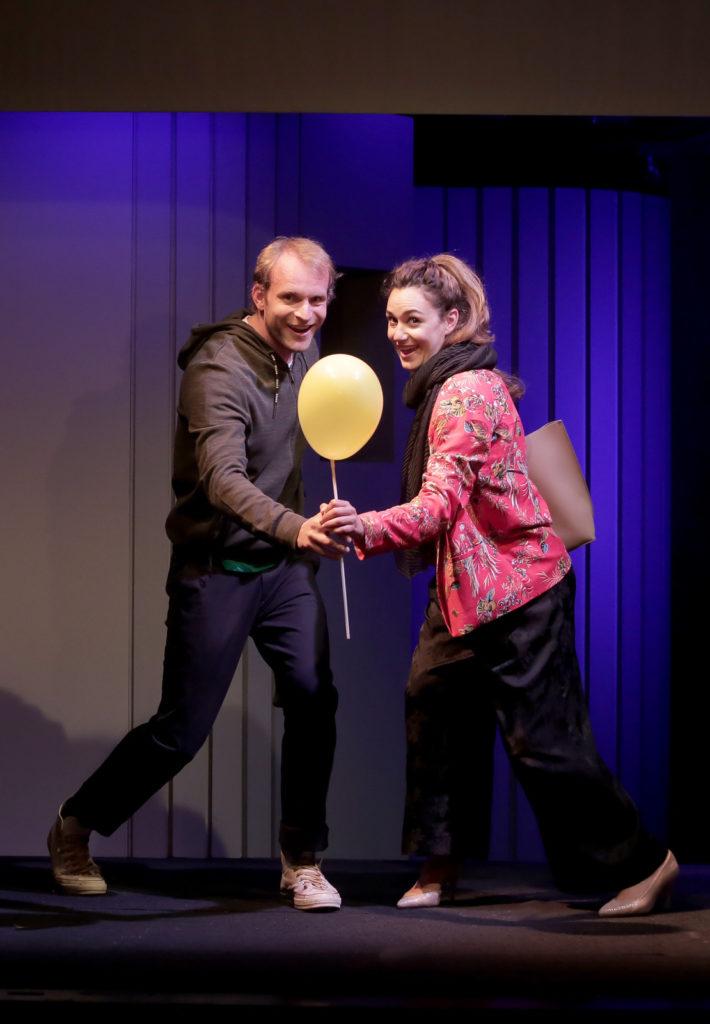 Simon Heulle dans Exit de Stéphane Laporte et Gaétan Borg, Théâtre de la Huchette  © Fabienne Rappeneau
