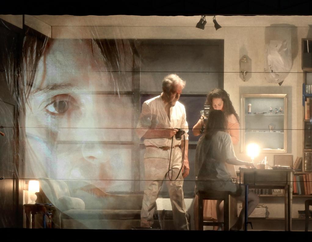 EN ATTENDANT LES BARBARES -  D apres John Maxwell COETZEE -  Adaptation et mise en scene : Camille BERNON et Simon BOURGADE -  Avec :  Suliane BRAHIM -  Dider SANDRE -  Elissa ALLOULA  © Vincent PONTET