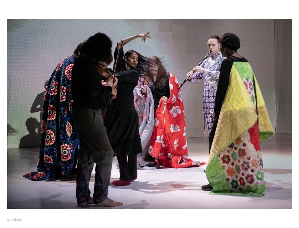 I Silenti d'après Claudio Monteverdi. Composition de Fabrizio Cassol. Mise en scène de Lisaboa Houbrechts. Festival de Marseille © Kurt Van Der Elst