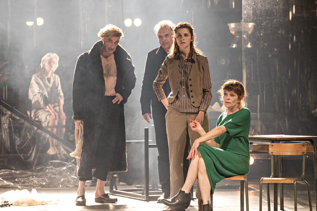 Jeanne Lepers à l'Odéon dans Un ennemi du peuple d'Ibsen, mise en scène par Jean-François Sivadier. ©Jean Louis Fernandez
