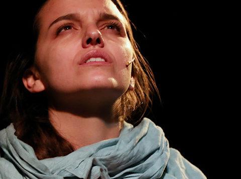 Asia de Mouloud Belaïdi. Mise en scène de Gérard Gélas. avec Pauline Dumas © Chêne noir