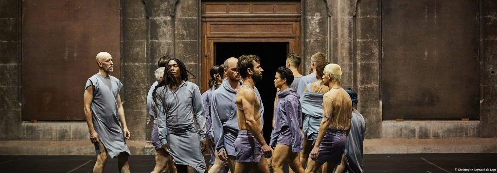 any attempt will end in crushed bodies and shattered bones de Jan Martens Festival d'Avignon © Christophe Raynaud de Lage