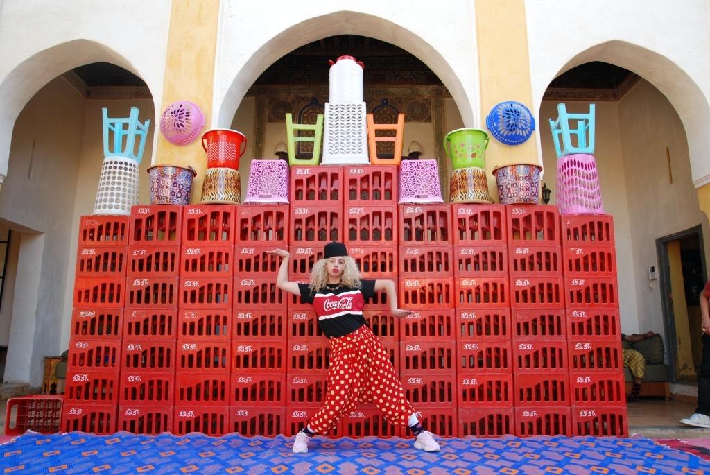 Fin ! Réveille toi de Maroussia Diaz Verbèke. Le groupe acrobatique de Tanger. © Hassan Hajjaj
