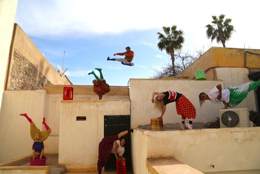 FIQ! (Réveille-toi !)du Groupe Acrobatique de Tanger / Maroussia Diaz Verbèke © Hassan Hajjaj