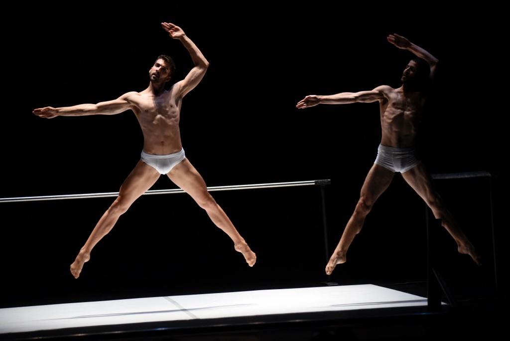 Ballet mécanique de Thierry Malandain. Le temps d'aimer. Malandain Ballet Biarritz. Dantzaz ©Caroline d'Otero