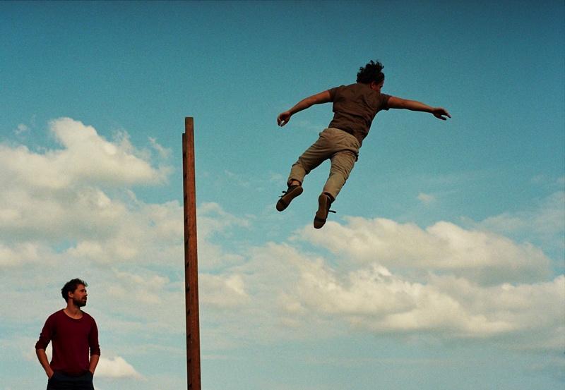 LE POIDS DES NUAGES / CIE HORS SURFACE. Village de Cirque. © David Pichot